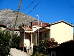 Habitable, spacious 3 bed house, with garden and 20 mins from skiing
