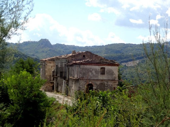 Lake view, detached , 250sqm ruin to restructure with 1000sqm of land