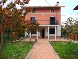 Villa in Lanciano, 4 bedrooms, 160sqm, olive grove.