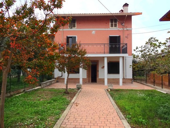 Villa in Lanciano, 4 bedrooms, 160sqm, olive grove.1