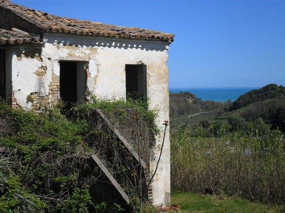 Ruin with sea view , 2km to beach, in quite borgo. 1