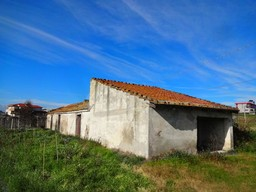 70sqm cottage , barn and 2000sqm of land 500 meters from the beach 1