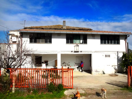 120sqm , detached farm with 7000sqm of land, sea views, walking distance to town 1