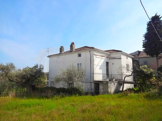 Three bed, detached,garden in town, 5km to beach1