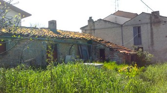 1300sqm of building land with 70sqm barn to build 250sqm Villa 3km to center of Lanciano.