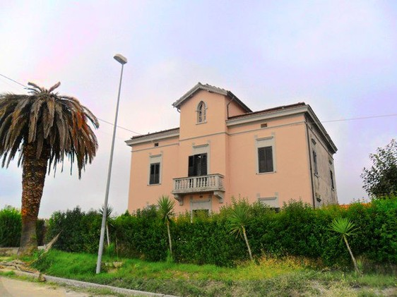 Character fulla villa near sea1