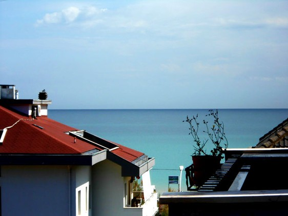 Sea view, 1km to beach, apartment with two bedrooms and two bathrooms, 15 mins to Pescara1