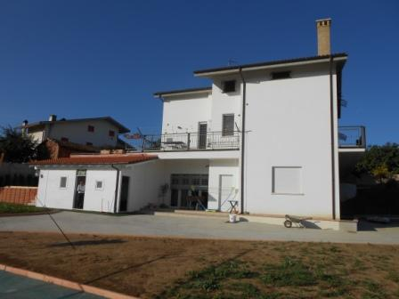 Family villa with 4000sqm of land, swimming pool and football court. 1