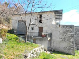 Traditional farm house of circa 200sqm with open and spectacular mountain views