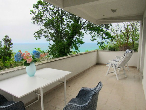Detached, isolated villa with spectacular , open sea views, 5km to the beach and 1000sqm of private garden. 2