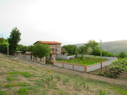 Located 5km from the center of Lanciano, in a very peaceful spot, offering valley and mountain views.