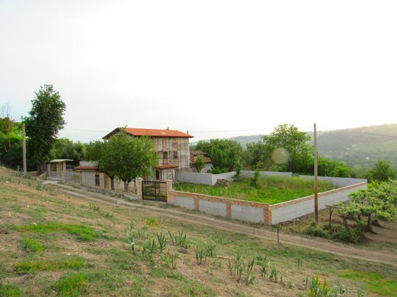 Located 5km from the center of Lanciano, in a very peaceful spot, offering valley and mountain views. 1