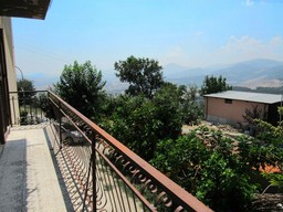 Apartment with attic, of 100sqm plus 50sqm of attic. Open, valley and mountain views