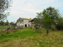 Ruin of 200sqm with barn, sea views and 1km from the town center1