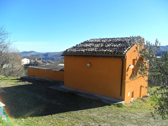 Liveable, detached Villa with three bedrooms and garden bordering the national park. 1