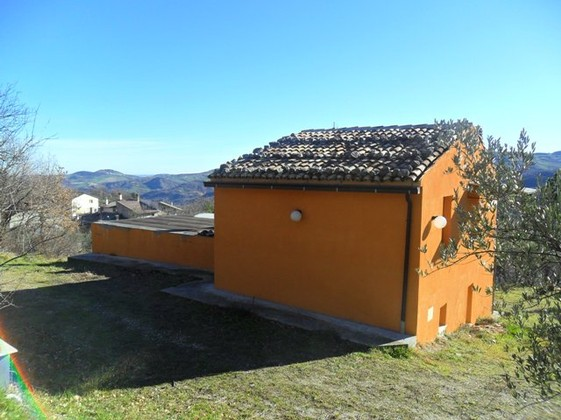 Liveable, detached Villa with three bedrooms and garden bordering the national park.