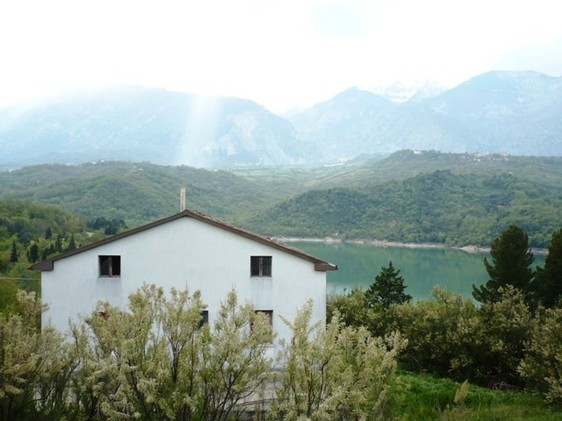 220sqm detached house, with 11 hectares of land overlooking Lake Casoli1