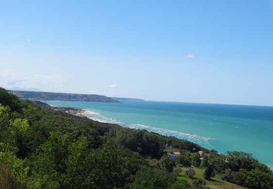 Building land of 1000sqm with sea view , 2km to beach. 1