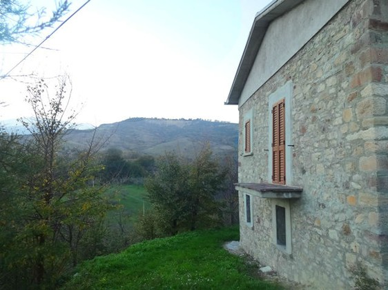 Detached, peaceful, stone, partly renovated house of 120sqm with garden 4km to 2 towns 1