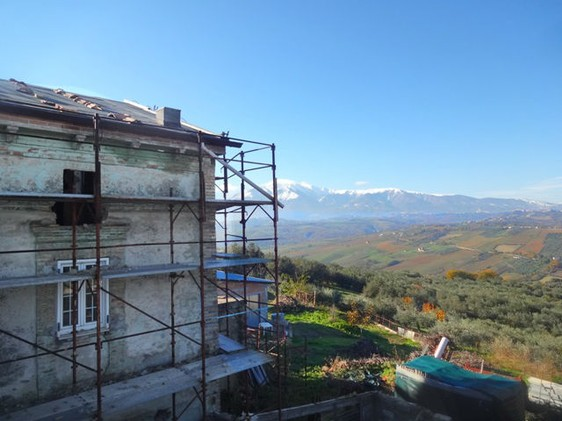 House with barn and 9000sqm of land. Sea and mountain view2