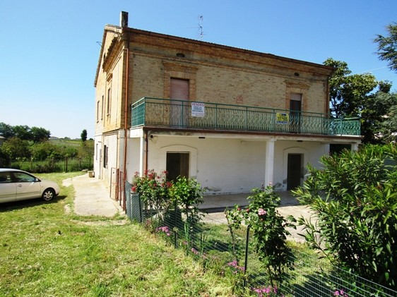 Detached 300sqm town house with 3000sqm of land and mountain views, from 1916 and habitable. 1