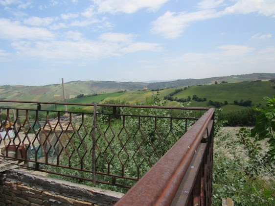 Farm house with 2000sqm of land and open views 4km from the city.
