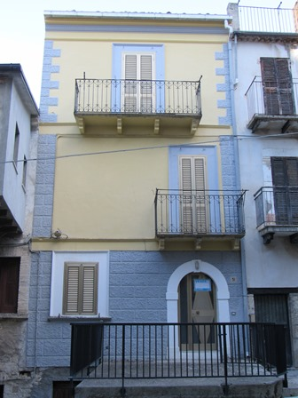 3 bed with terrace in the old part of town close to swimming pool.