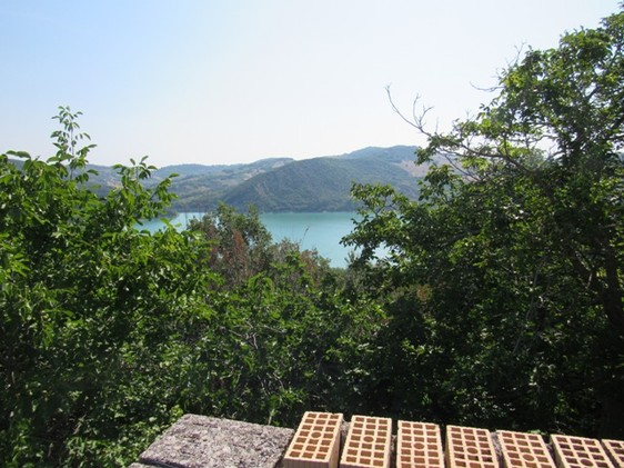 Located on 800 meters to Lake Casoli, famous for fishing, with amazing mountain and lake views, 200sqm, garden and a barn.