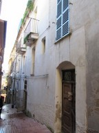 4 bedroom, 170sqm, stone structure built around the 1900s in Lanciano center, habitable, with vaulted ceilings and terrace.