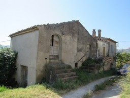 160sqm, detached, habitable, farmhouse of 100 years old with 2 out buildings and 1000sqm of land.
