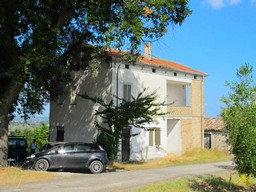 Farm house with sea and mountain views, including barn and 2000sqm of land in habitable condition1