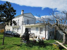 Finished, country house, 3 bedrooms, huge terrace, in peaceful location with open views 1