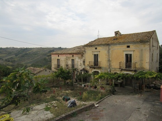 350sqm detached, country house with amazing mountain views and 3000sqm of orchard.