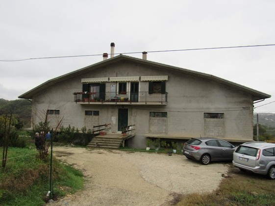 Rough 200sqm skeleton 1km to the city center, peaceful, 5 bedrooms 500sqm of garden.