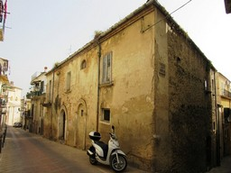 Historic, listed palace of 200sqm perfect for a B & B, with 100sqm of garden in the old part of Lanciano