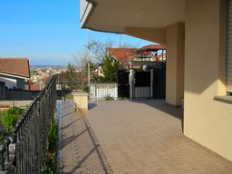 New 2 bed apartment with 30sqm terrace and garden in the town centre.