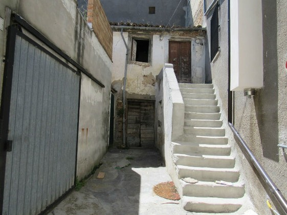 7km to beach, two bed terraced house to restructure