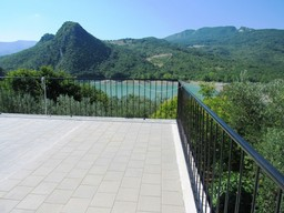 Amazing lake views, detached, 30sqm of terrace, 3 beds, habitable, garden and isolated