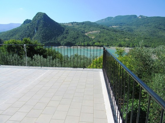 Amazing lake views, detached, 30sqm of terrace, 3 beds, habitable, garden and isolated1
