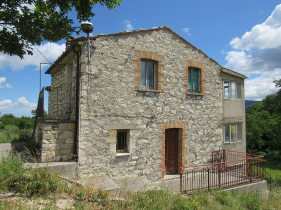 Detached, stone, 2 bedroom cottage with amazing views and 3000sqm of land