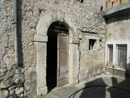 Stone structure town house with 2 bedrooms. Located in a lively town famous for its pasta, yet very peaceful.