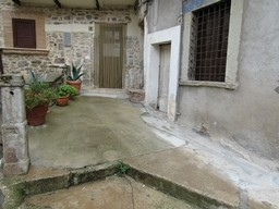 Nicely finished studio flat in the old town of Bomba