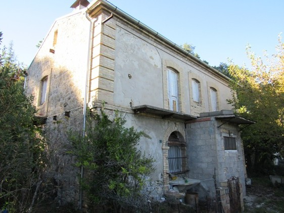 SOLD Detached, 4 bedroom, habitable, stone farm house 1 km to the town center with 500sqm of garden.