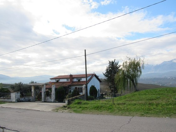 Detached, 6-bedroom farm house with 4000sqm of land and fantastic mountain views. 1