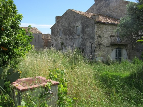 100sqm ruin with out building and 1000sqm of land 5km to Lanciano2