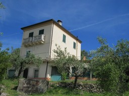 Stone detached , character full house 2km to Bomba, 5km to the lake with garden and open views.