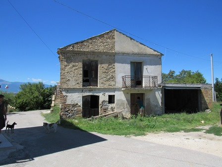 Stone ruin, 4km to Lanciano of 120sqm with mountain views.1