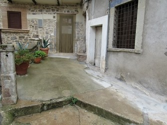 Nicely finished studio flat in the old town of Bomba1