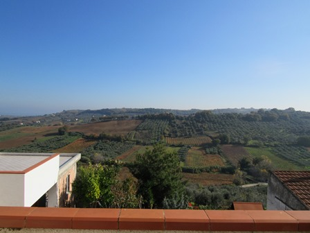 Habitable, 2 bed town house with garage and sun terrace 7km to the beach.