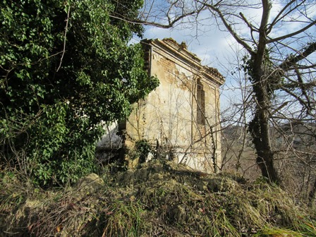 Ruin to rebuild of 100sqm to build a villa of 150sqm with 20,000sqm of land